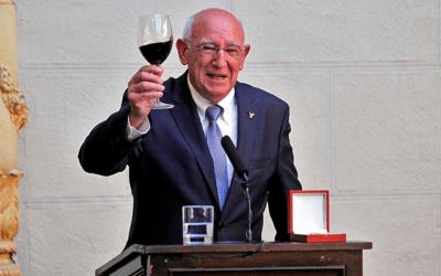 Javier Ochoa galardonado con la Cruz de Carlos III por el Gobierno de Navarra