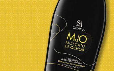 ¿Sabías que… nuestro MdO Moscato de Ochoa está riquísimo si lo acompañas de una macedonia de frutas y chocolate?
